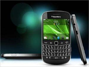 Blackberry Bold Touch 9930 Photos And Details Leaked Online