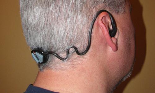 Enjoy the wireless experience with Arriva Leo wireless Bluetooth headset