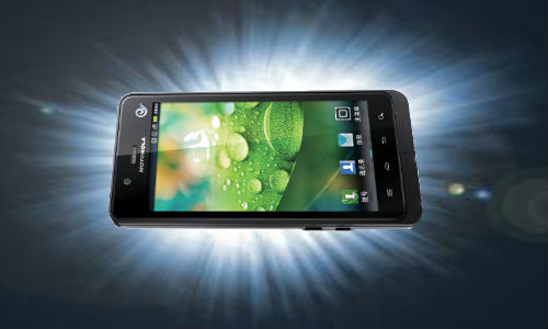 Enhance your photography with Motorola XT928 touchscreen android smartphone