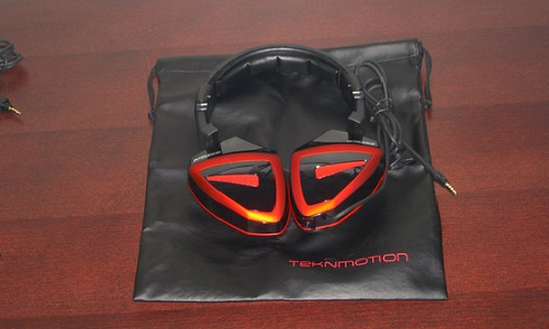 Fold and Fit it anywhere:  TeknMotion Intruder headset