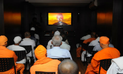 Swami Vivekananda back to life through a Holographic 3D display system