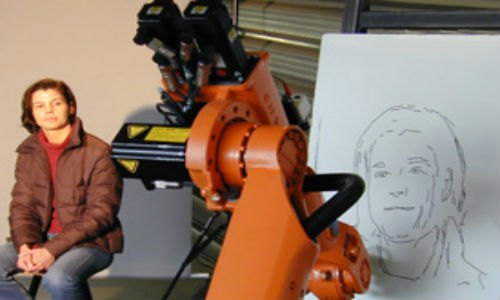 Artistic robot than can sketch portraits