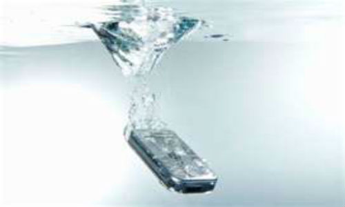 Handling wet mobile phones