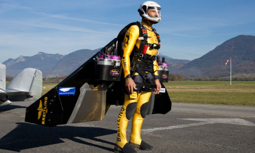 Yves Rossi: Only man in the world to fly fastening a jet on his body