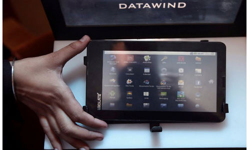 Aakash 2: Kapil Sibal Gifts Gujarat CM Narendra Modi the Budget Tablet
