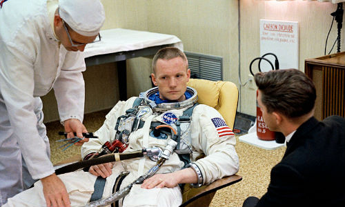 Remembering Neil Armstrong: First Man to Walk on Moon [Pictures]