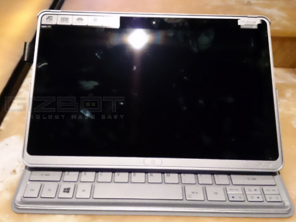 Acer Iconia P3: Event Photos