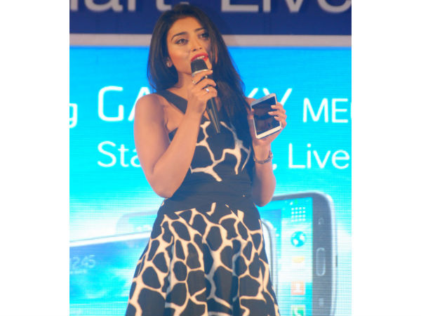 Shriya Saran launches Samsung GALAXY Mega Phone Photos