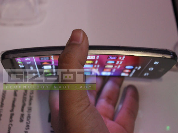 LG G Flex First Look Review Photos