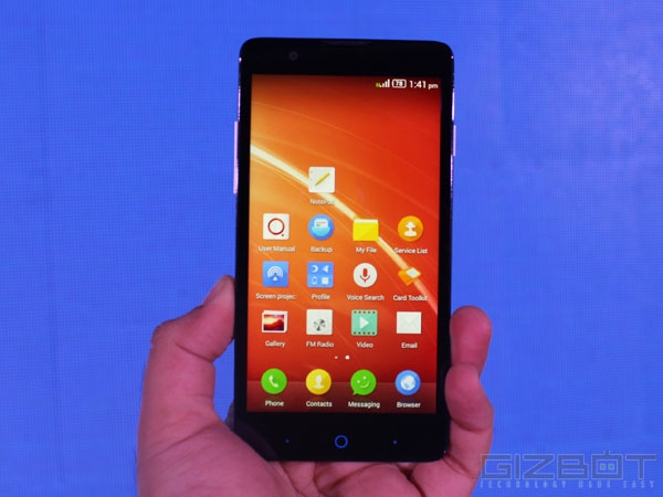 ZTE V5 First Look Review Photos