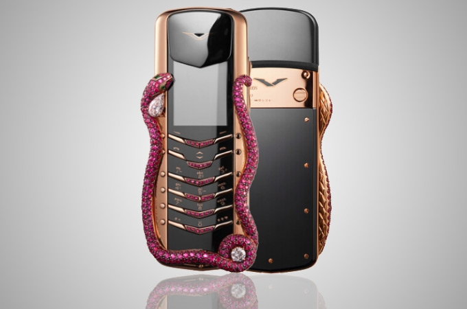 Vertu Signature Cobra Photos