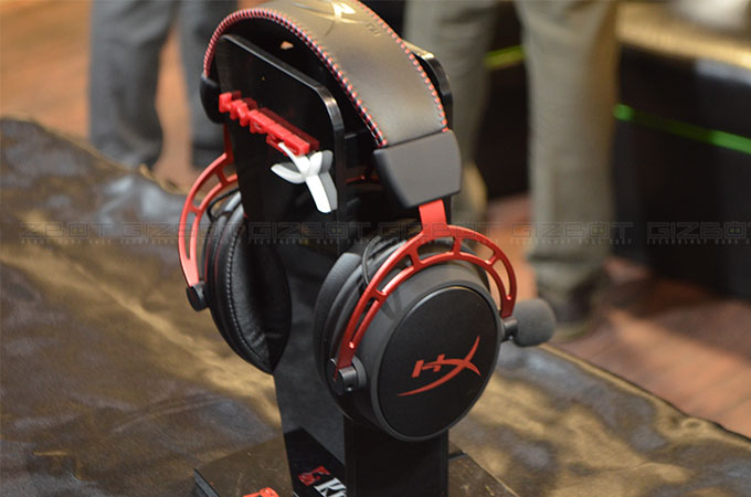 HyperX Cloud Alpha gaming headset Photos
