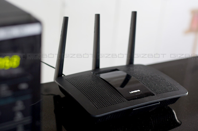 Linksys Max-Stream EA7500 Wireless Router Review Photos