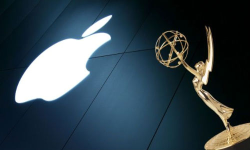 Phil Schiller: Emmy Award Winner Apple Not Working on Cheap iPhone