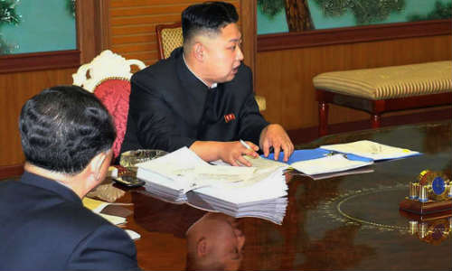 North Korean Leader Kim Jong- Un Spotted With Sony Ericsson Vivaz /Pro