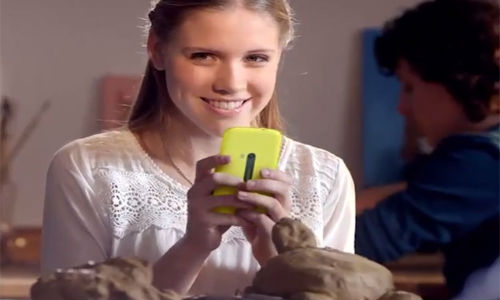 Nokia: Unannounced Lumia Handset Spotted In A Dutch Ad [VIDEO]