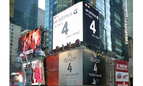 Samsung vs LG: Galaxy S4 Ad on Times Square Attacked By Optimus G