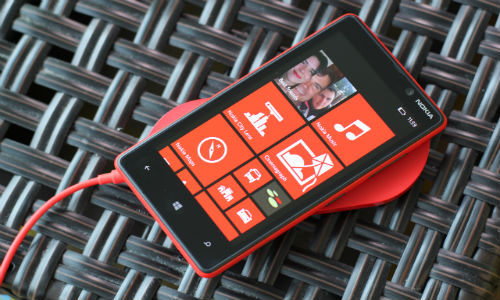 Lumia 920 Offer: Wireless Charging Plate Free for Nokia WP8 Handset