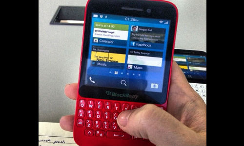 BlackBerry R10 Sizzles In Red Color: Hotness At its Best
