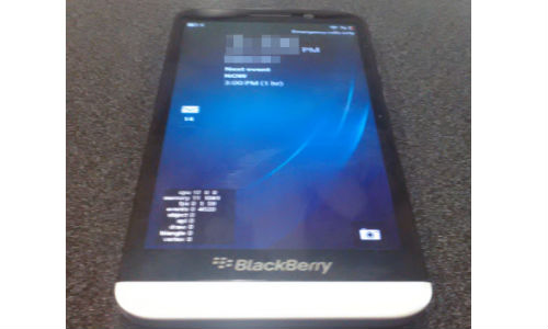 BlackBerry A10 Alleged Image Spotted Online: Hints At Z10 like Design