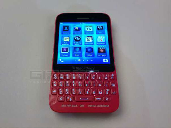 BlackBerry Q5 Hands On: First Look