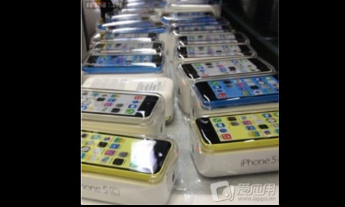 iPhone 5C New Images Leaked: Reveals Packaging,Color Variants And More