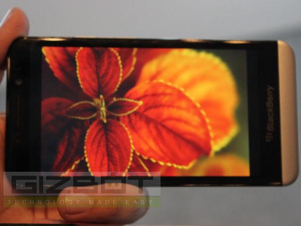 BlackBerry Z30 Hands On: First Look
