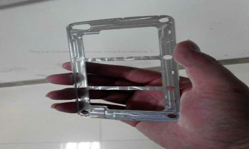 Samsung Galaxy S5: Alleged Metal Frame Spotted in the Wild
