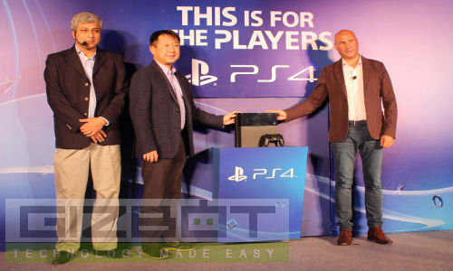Sony Launches PlayStation 4 for Rs 39990 With Social Media Integration