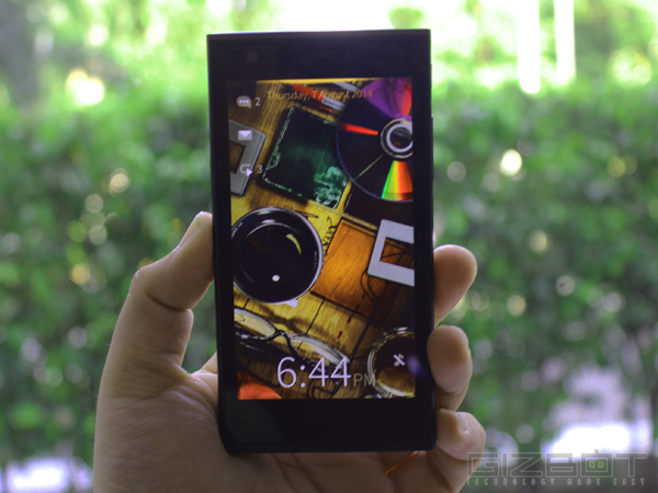 Jolla Smartphone First Look: Steals the Show Without Much Gimmicks
