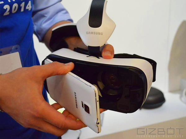 Samsung Gear VR  Headset 'Innovator Edition' First Look