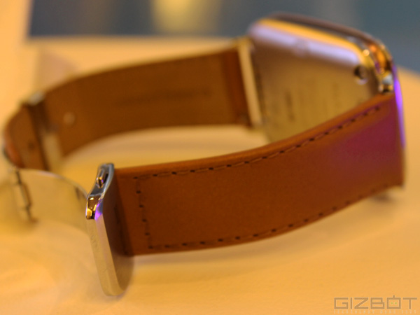 Asus ZenWatch First Look: Inquisitive Design, Yet Shallow Software