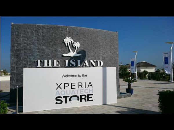 Sony Xperia Aquatech: World's First Underwater Store Is Open Now