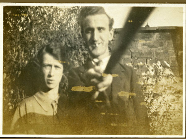 First Photo from Selfie Stick Clicked in Year 1926
