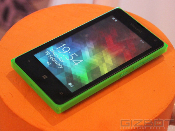 Microsoft Lumia 532 First Look: A Super Compact Smartphone That Shines