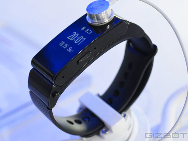 Huawei TalkBand B2 on MWC 2015