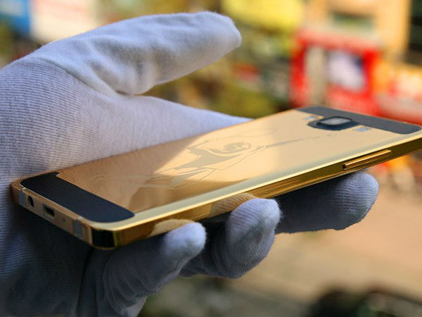 Samsung Galaxy S6 And S6 Edge Are Now Covered In 24K Gold