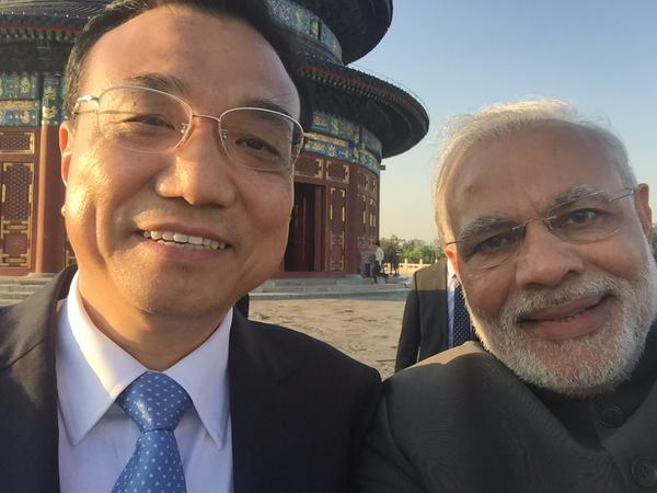 PM Narendra Modi's selfie with Chinese Premier Li Keqiang Goes Viral