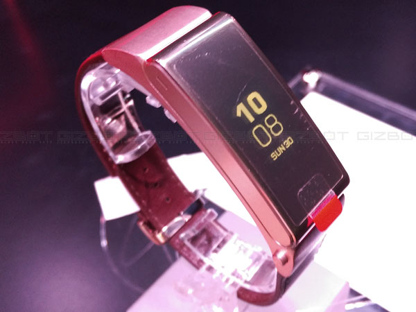 Huawei TalkBand B2 vs Apple Watch vs Moto 360: Comparison