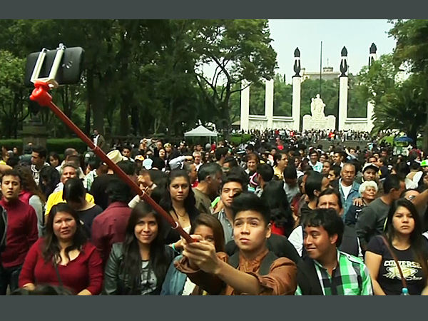 Mexico City Attempts for Guinness World Record For Selfies