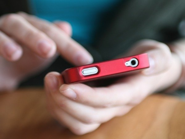Telephone subscriber base rises to 999.71 mn in April: TRAI
