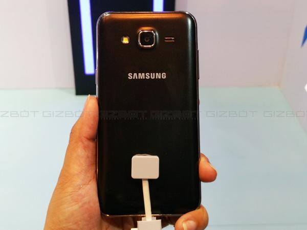 Samsung Galaxy J7 vs Galaxy J5: First Impressions and Specs Comparison