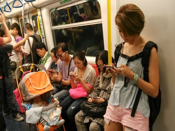 94.5 percent Chinese use mobile phones
