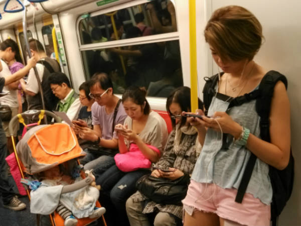 Number of Internet users in China jumps to 668 million