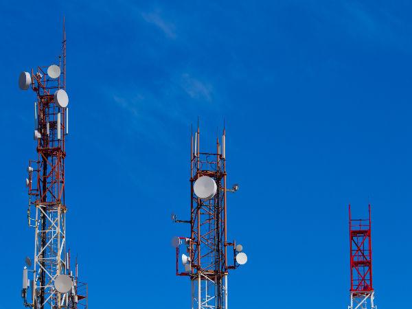 Government asks telecom operators to improve service quality