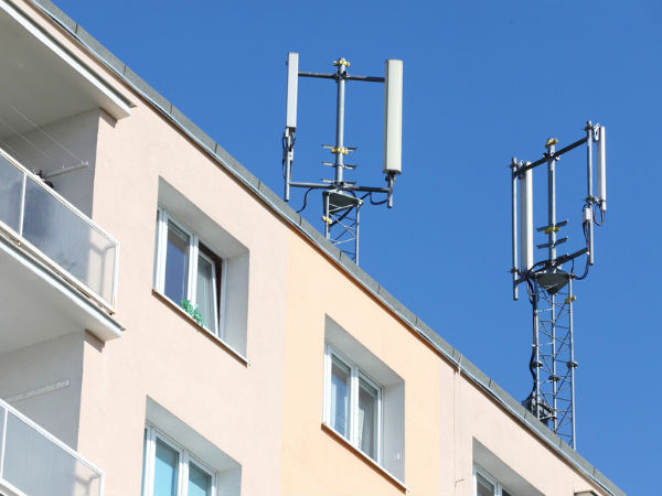 Centre asks states to allow mobile towers on govt buildings