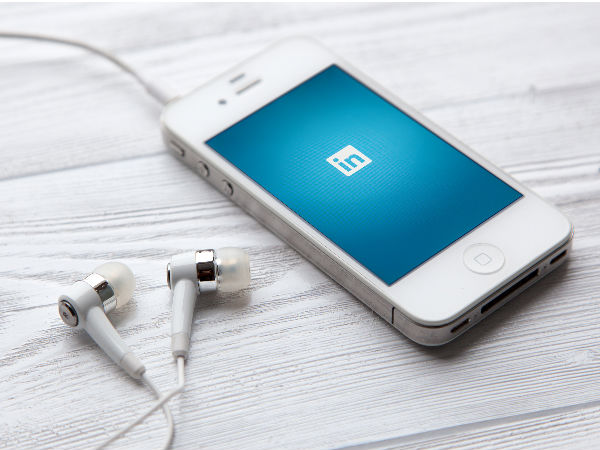 Connect with co-workers with new LinkedIn app