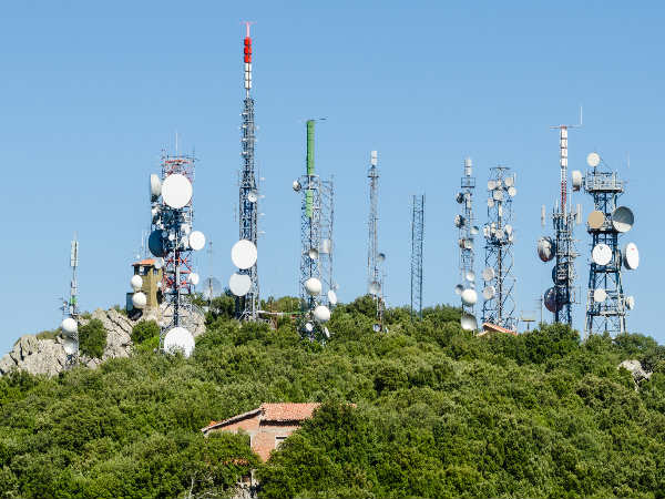 HC seeks Centre's response on PIL to remove mobile towers