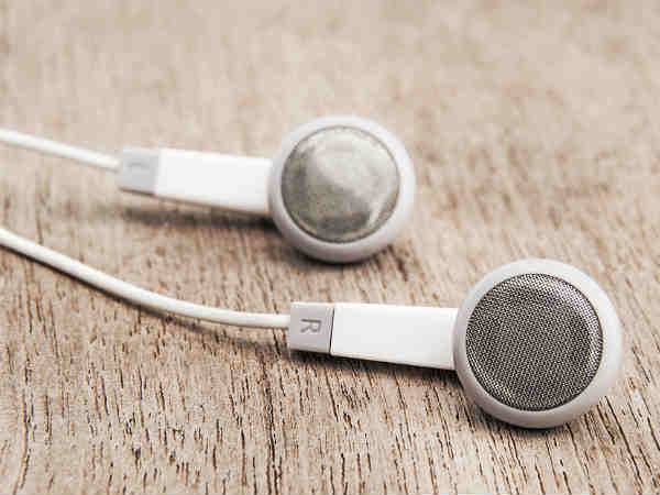 Toothbrush To Clean Earphone