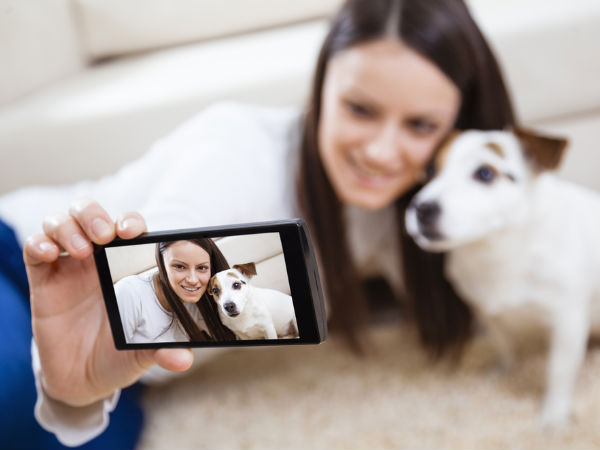 New device makes it easier to take selfies with your dog